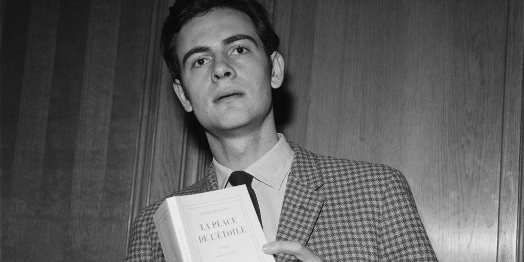 patrick-modiano-recoit-le-prix-roger-minier-pour-son-roman-la-place-de-letoile-en-1968-2