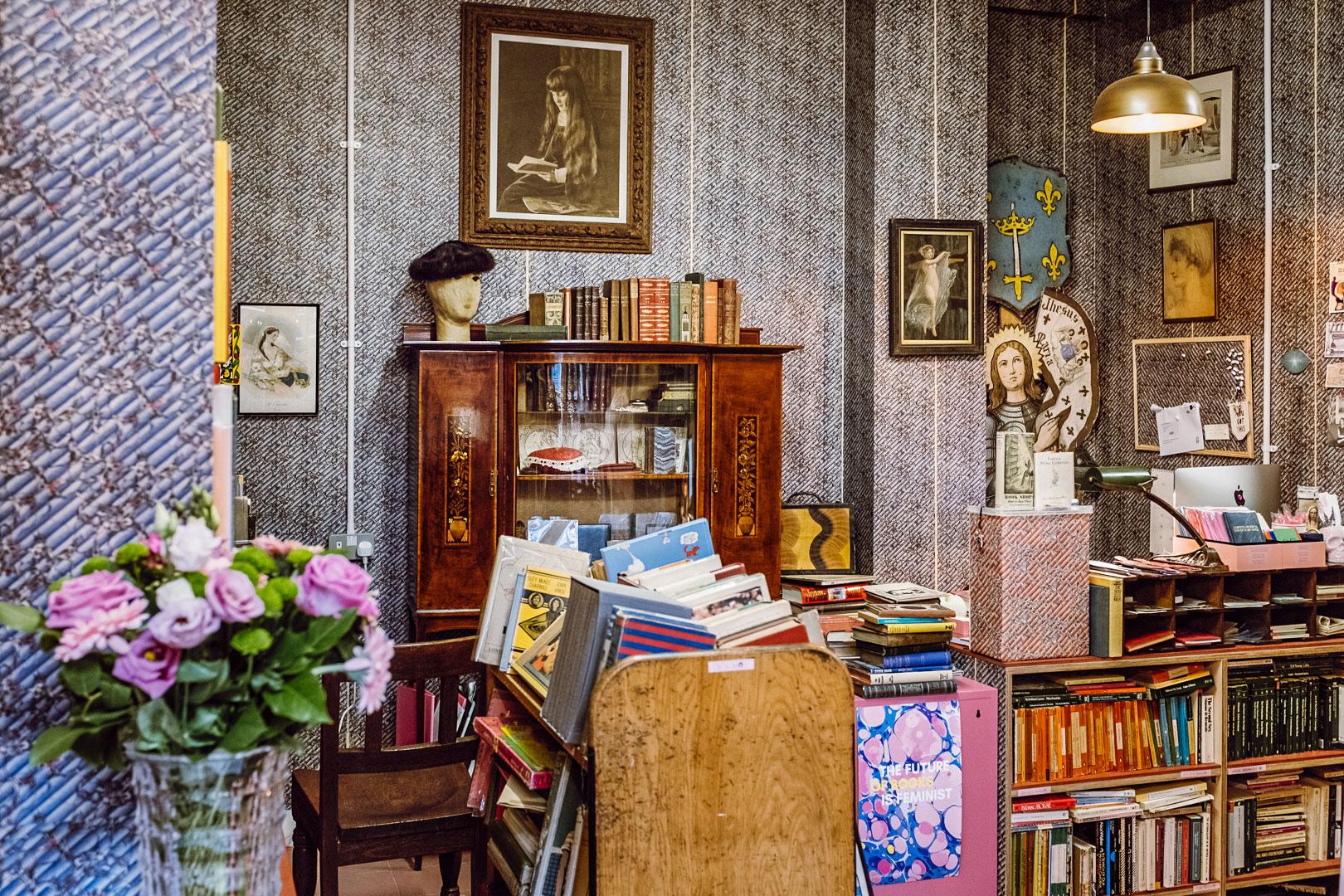 En salig blandning av billiga fynd och unika rariteter. Dyraste boken på The Second Shelf är en signerad Sense and Sensibility för 20 000 pund.