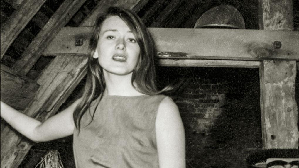 Slutet på 1950- talet och Annie  Ernaux har just upptäckt Simone de Beauvoirs  Det andra könet.